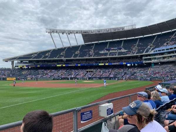 Kauffman Stadium, secção: 113, fila: 2, lugar: 7