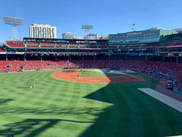 Fenway Park, secção: Green Monster 5, fila: 1, lugar: 3