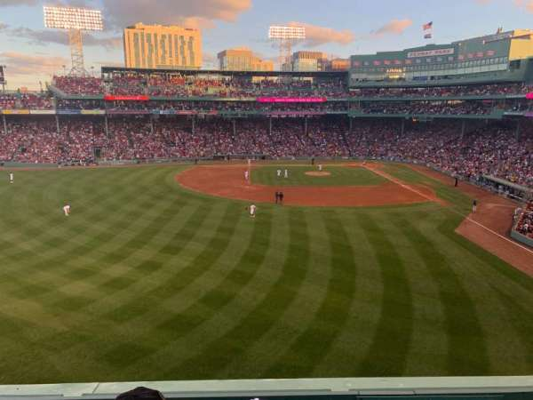 Fenway Park, secção: Green Monster 4, fila: 2, lugar: 6