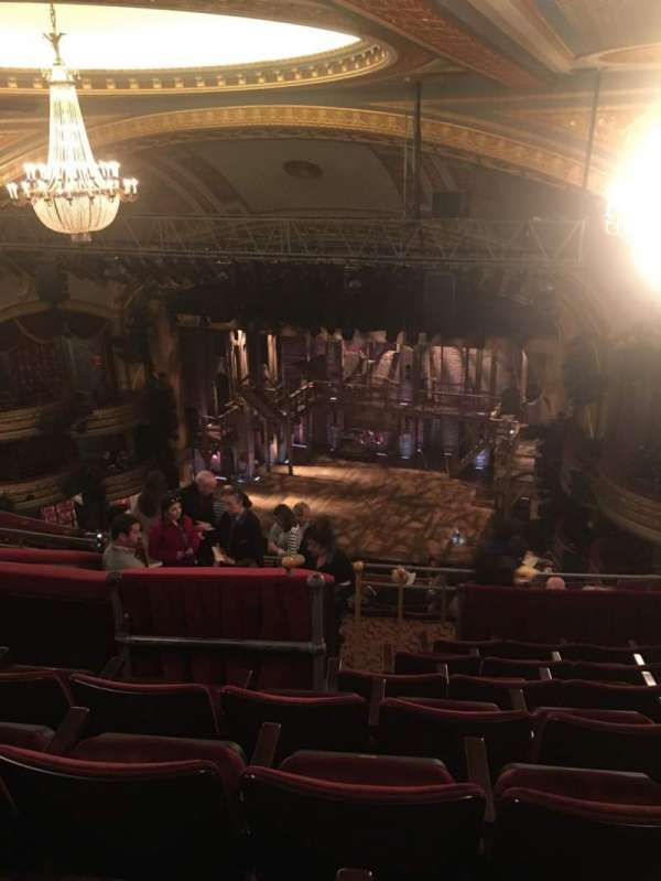Richard Rodgers Theatre, secção: Rear Mezzanine R, fila: G, lugar: 18