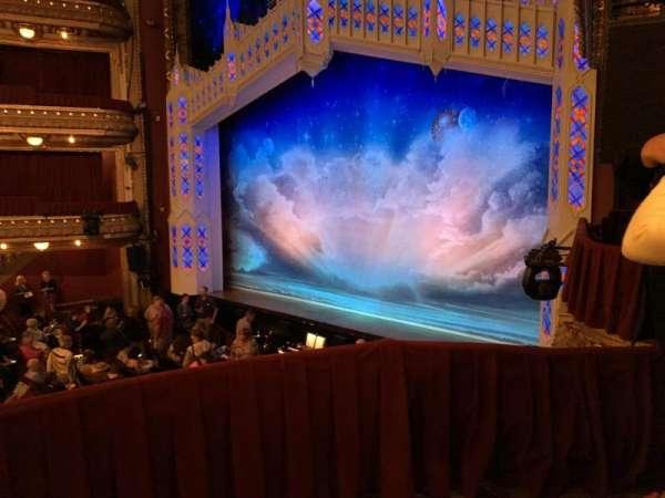 CIBC Theatre, secção: Dress Circle Box 2, fila: BX2, lugar: 214