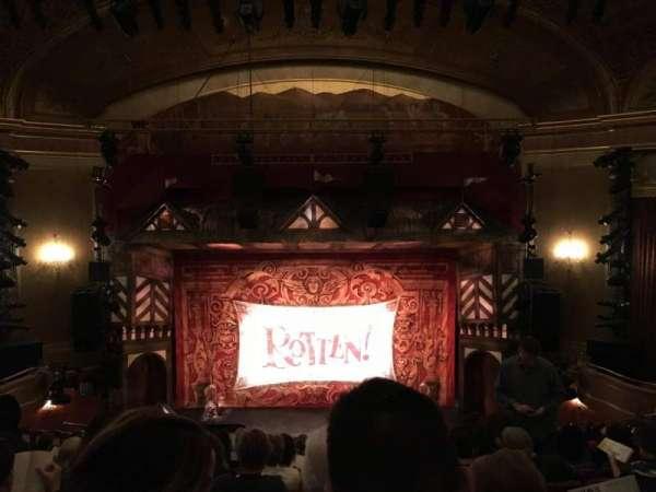 St. James Theatre, secção: Mezzanine, fila: M, lugar: 107