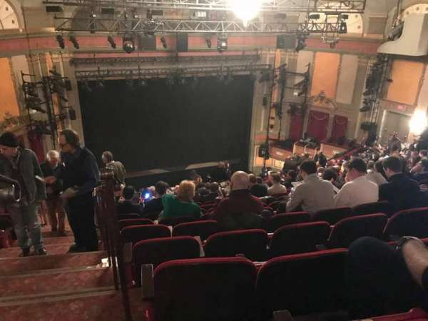 Neil Simon Theatre, secção: Mezzanine C, fila: S, lugar: 101