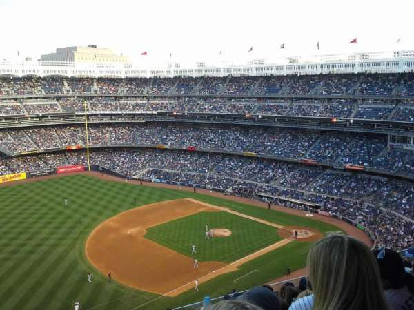 Yankee Stadium, secção: 428, fila: 8, lugar: 24