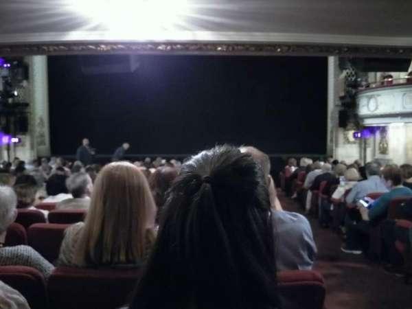 Cort Theatre, secção: Orchestra C, fila: O, lugar: 112