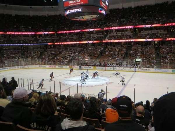 Honda Center, secção: 221, fila: Q, lugar: 2