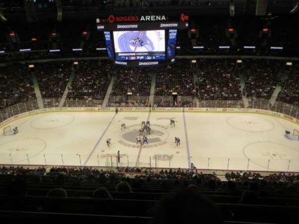 Rogers Arena, secção: 308, fila: 11, lugar: 10