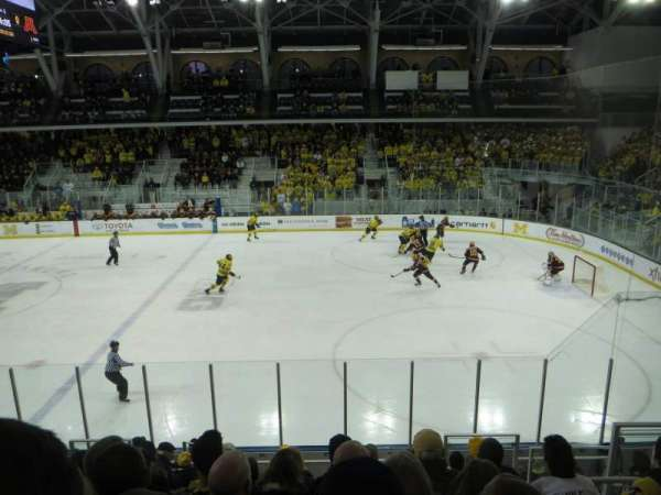 Yost Ice Arena, secção: 6, fila: 15, lugar: 2