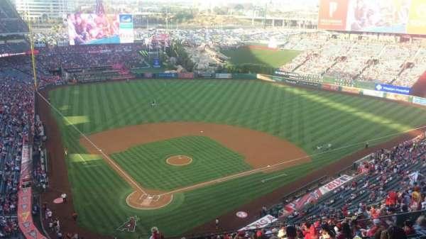 Angel Stadium, secção: MVP 523, fila: P, lugar: 7