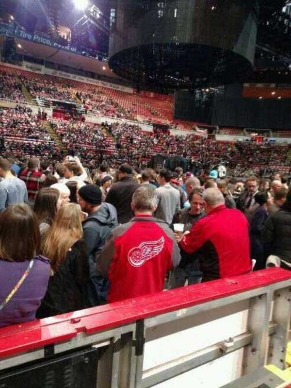 Joe Louis Arena, secção: 123, fila: 2, lugar: 6