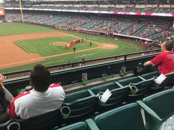 Angel Stadium, secção: C316, fila: C, lugar: 1