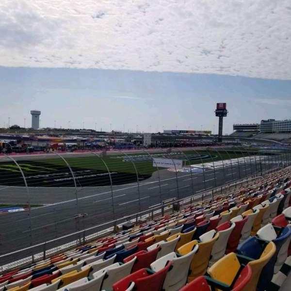 Charlotte Motor Speedway, secção: A, fila: 15, lugar: 28
