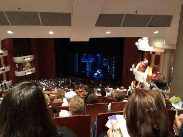 Au-Rene Theatre at the Broward Center, secção: Mezzanine R, fila: Stool Seating, lugar: 2