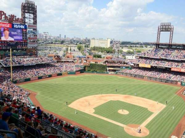 Citizens Bank Park, secção: 422, fila: 15, lugar: 30