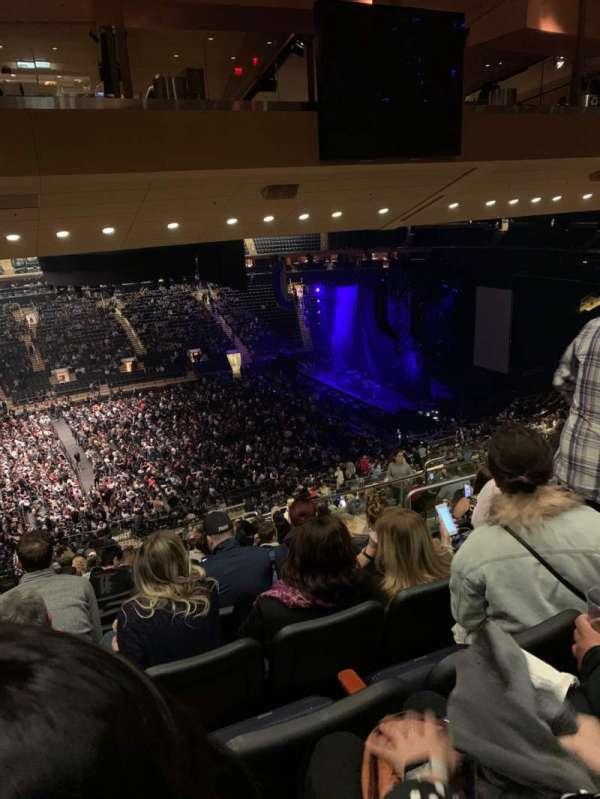 Madison Square Garden, secção: 210, fila: 17, lugar: 10
