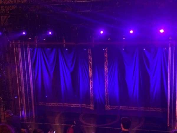 Brooks Atkinson Theatre, secção: Rear Mezzanine RC, fila: L, lugar: 106