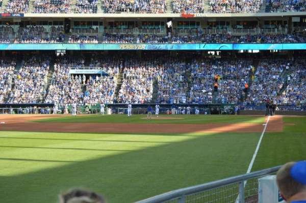 Kauffman Stadium, secção: 108, fila: L, lugar: 5