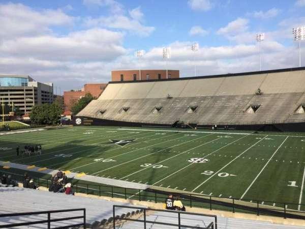 Vanderbilt Stadium, secção: G, fila: 30, lugar: 1