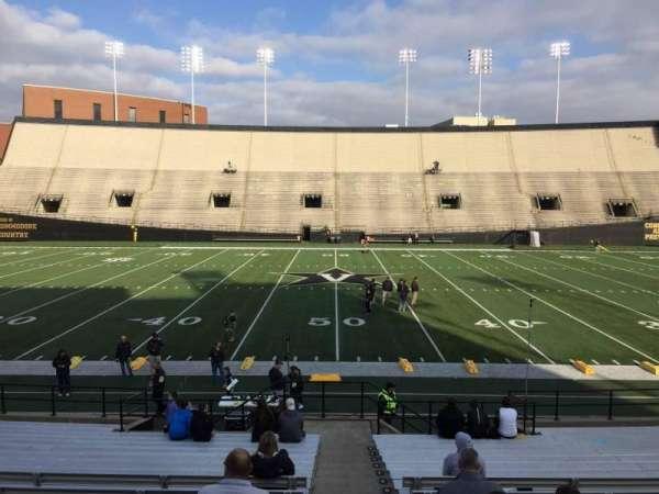 Vanderbilt Stadium, secção: D, fila: 18, lugar: 7