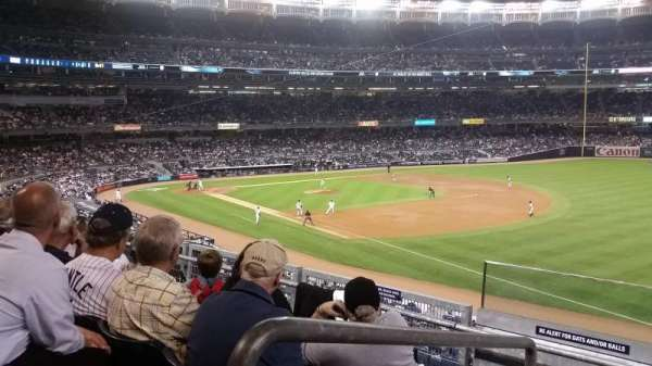 Yankee Stadium, secção: 211, fila: 4, lugar: 19