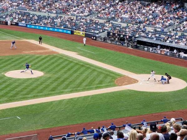 Yankee Stadium, secção: 226W, fila: 20, lugar: 9