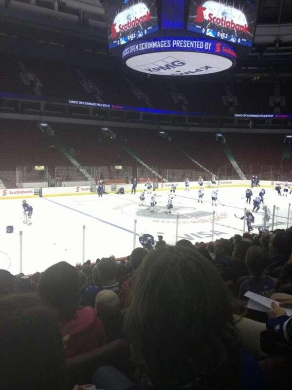 Rogers Arena, secção: 108, fila: 8, lugar: 7
