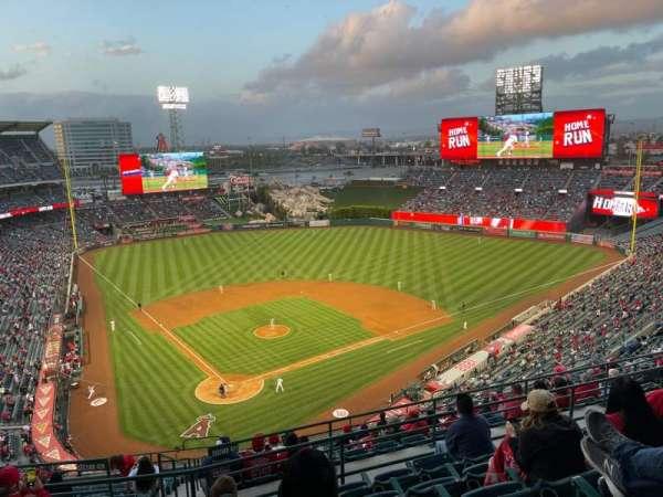 Angel Stadium, secção: 523, fila: F, lugar: 7