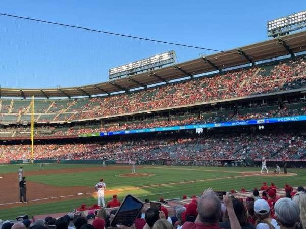 Angel Stadium, secção: 110, fila: N, lugar: 10