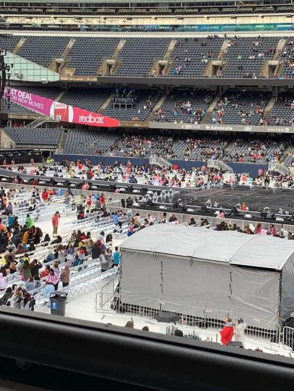 Soldier Field, secção: 235, fila: 1, lugar: 1