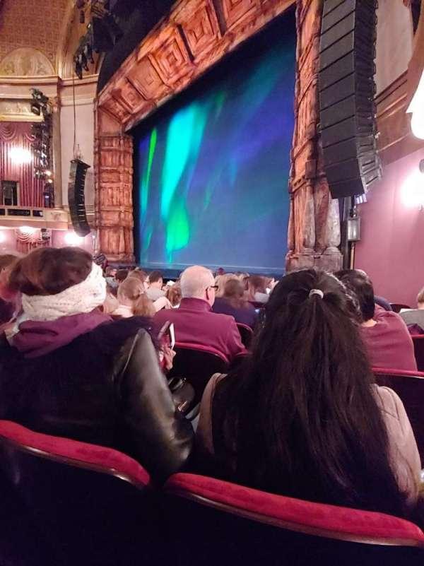 St. James Theatre, secção: Orchestra R, fila: H, lugar: 22