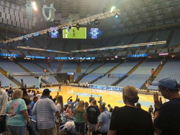 Dean E. Smith Center, secção: 129, fila: o, lugar: 1