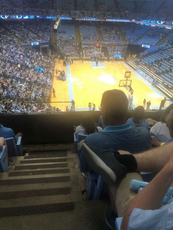 Dean E. Smith Center, secção: 233, fila: D, lugar: 1