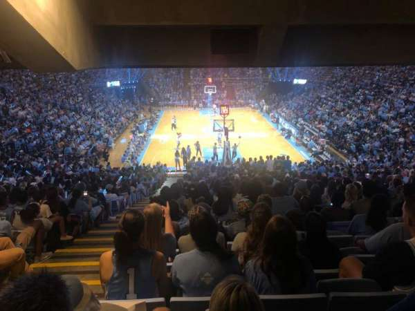 Dean E. Smith Center, secção: 100, fila: Ee, lugar: 2
