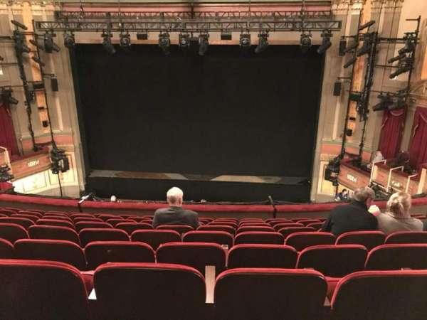 Neil Simon Theatre, secção: Front Mezzanine C, fila: J, lugar: 118 & 119
