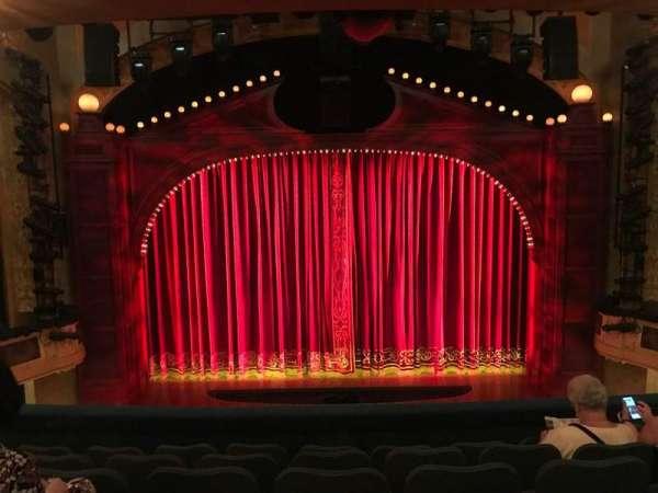 Shubert Theatre, secção: Mezzanine C, fila: F, lugar: 107 And 108