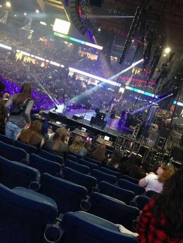 Allstate Arena, secção: 110, fila: E , lugar: 9