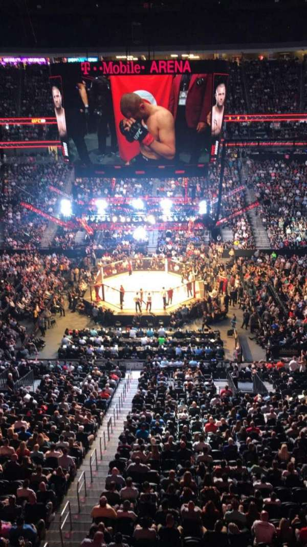 T-Mobile Arena, secção: 223, fila: A, lugar: 15