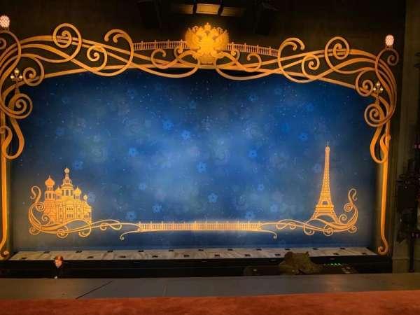 Broadhurst Theatre, secção: Mezzanine C, fila: A, lugar: 106