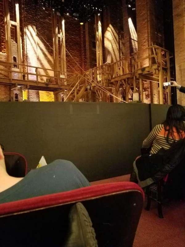 CIBC Theatre, secção: ORCH-L, fila: D, lugar: 1
