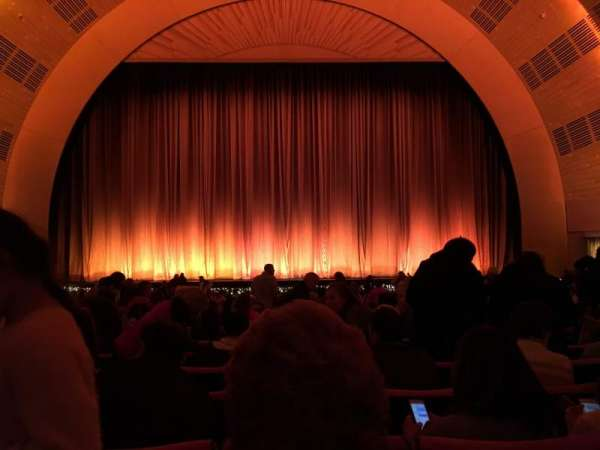 Radio City Music Hall, secção: Orchestra 4, fila: A, lugar: 407