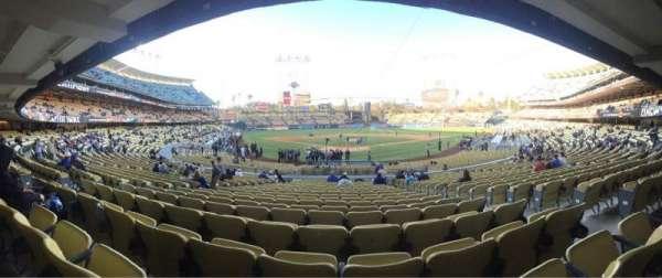 Dodger Stadium, secção: 2FD, fila: V, lugar: 9