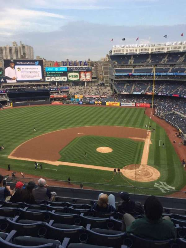 Yankee Stadium, secção: 322, fila: 7, lugar: 12