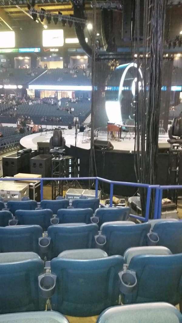 Allstate Arena, secção: 109, fila: g, lugar: 4