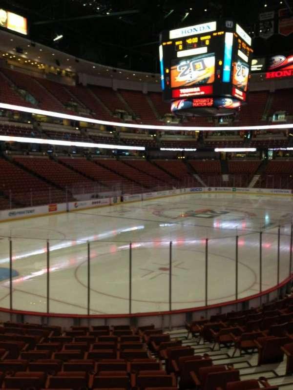 Honda Center, secção: 213, fila: N, lugar: 6