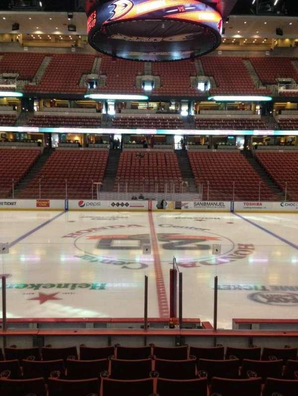 Honda Center, secção: 208, fila: K, lugar: 9