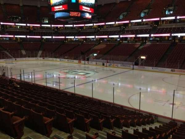 Honda Center, secção: 219, fila: R, lugar: 10