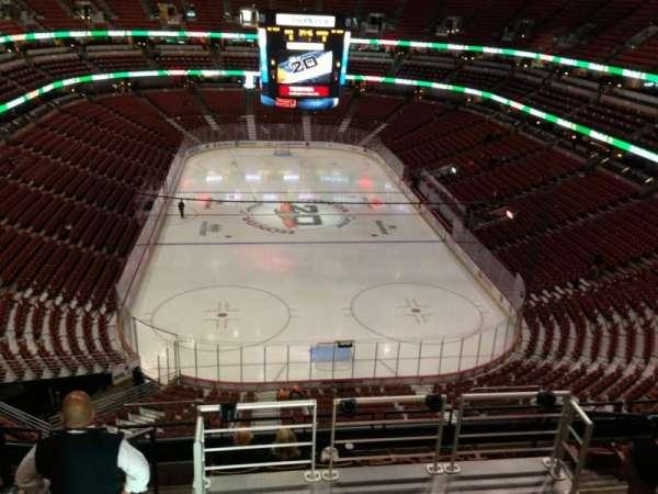 Honda Center, secção: 423, fila: H, lugar: 9