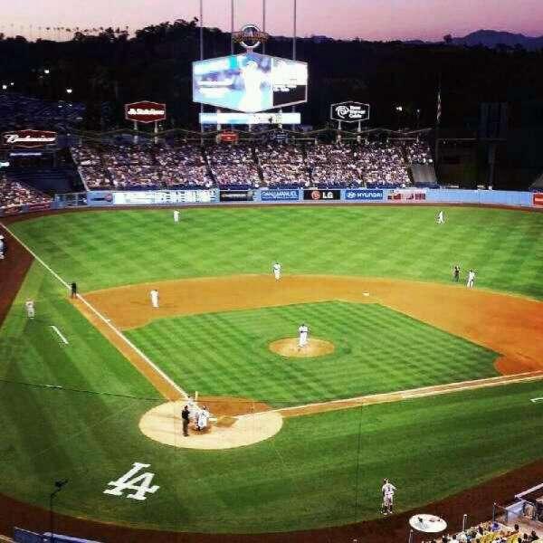 Dodger Stadium, secção: 4RS, fila: E, lugar: 13