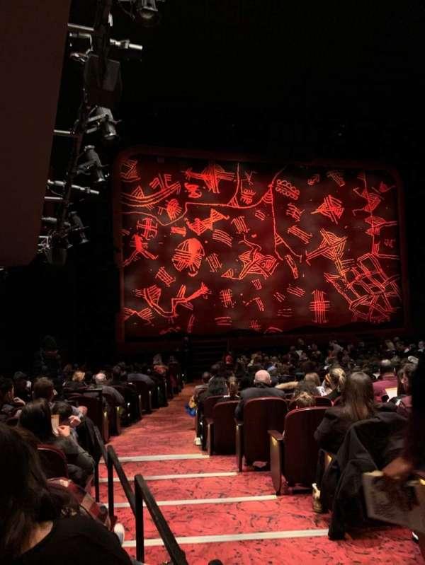 Minskoff Theatre, secção: Orchestra L, fila: V, lugar: 1