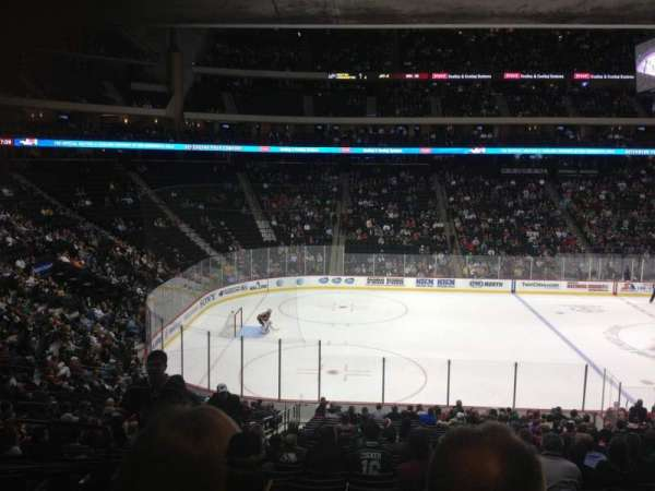 Xcel Energy Center, secção: 102, fila: 23, lugar: 15